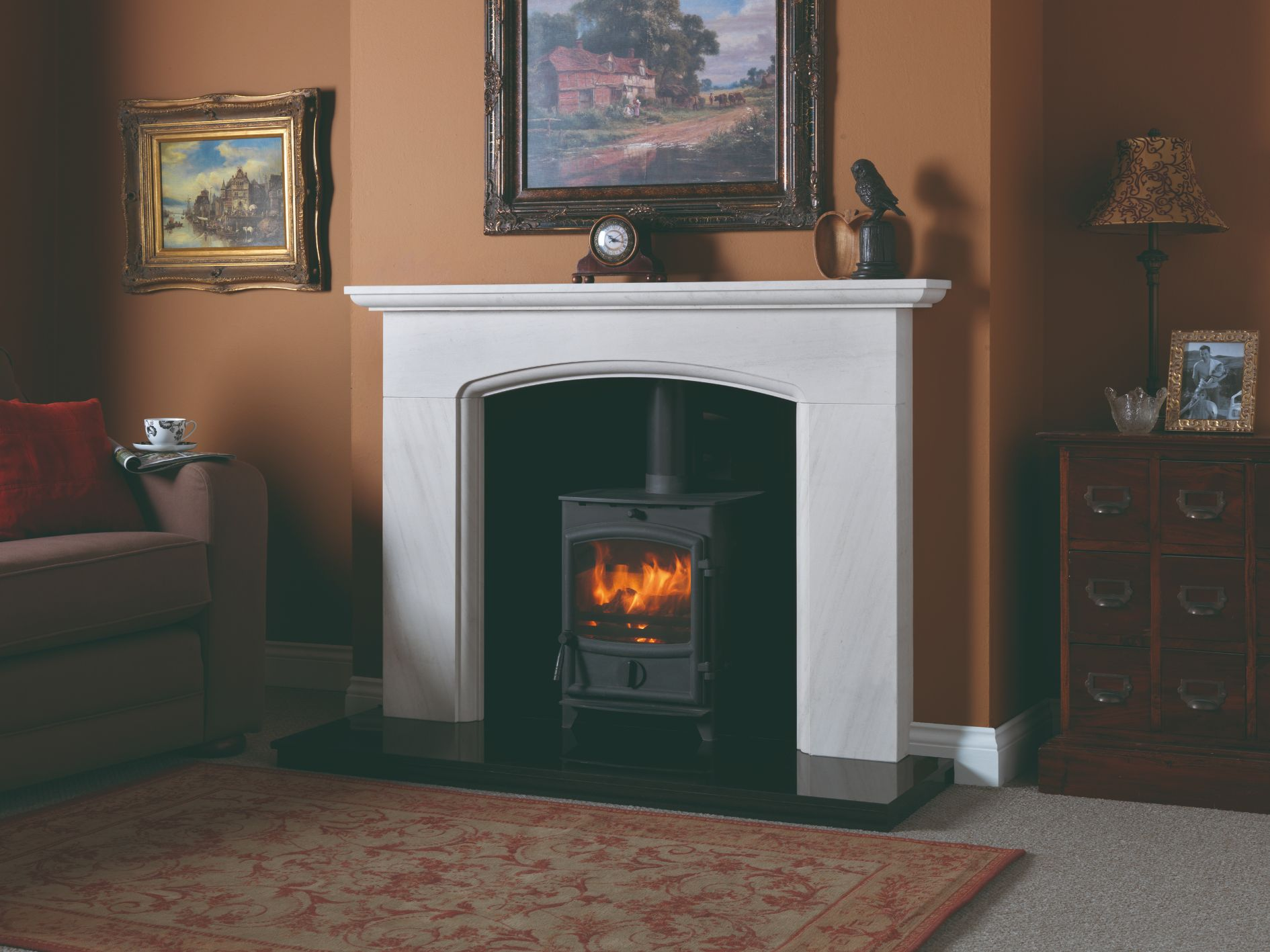 FX5 Cotswold Surround with Black Chamber Fireplace